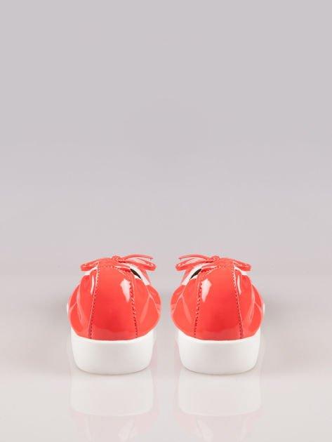 Różowoczerwone lakierowane baleriny Natty z białym noskiem na grubej podeszwie                                  zdj.                                  3