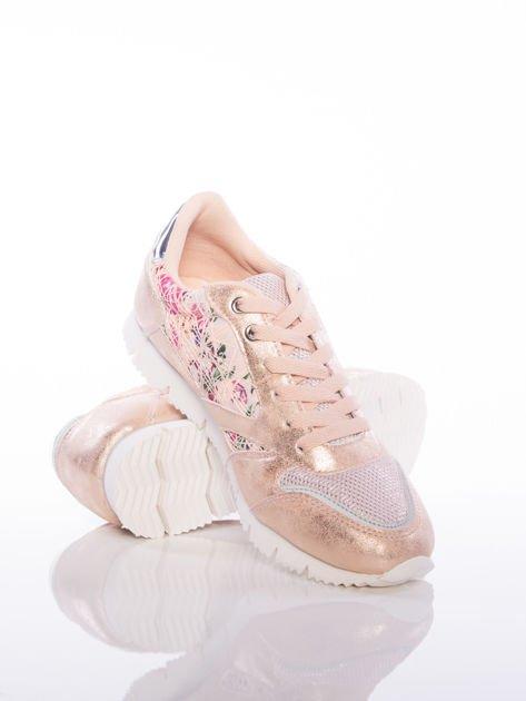 Różowoperłowe buty sportowe Vinceza z kwiatowym motywem na boku cholewki                              zdj.                              4