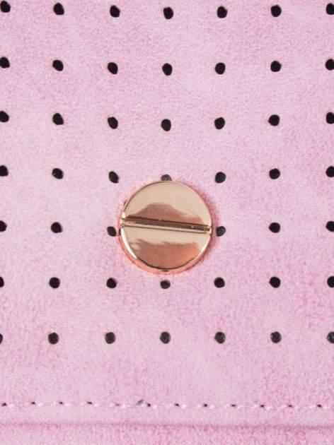 Różowy ażurowany portfel ze złotym zapięciem                                  zdj.                                  5