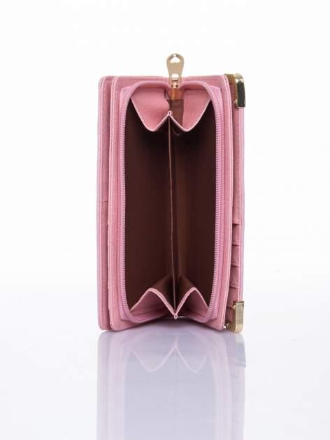 Różowy ażurowany portfel ze złotymi okuciami                                  zdj.                                  6