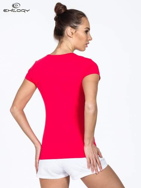 Różowy damski t-shirt sportowy z dżetami                                  zdj.                                  3