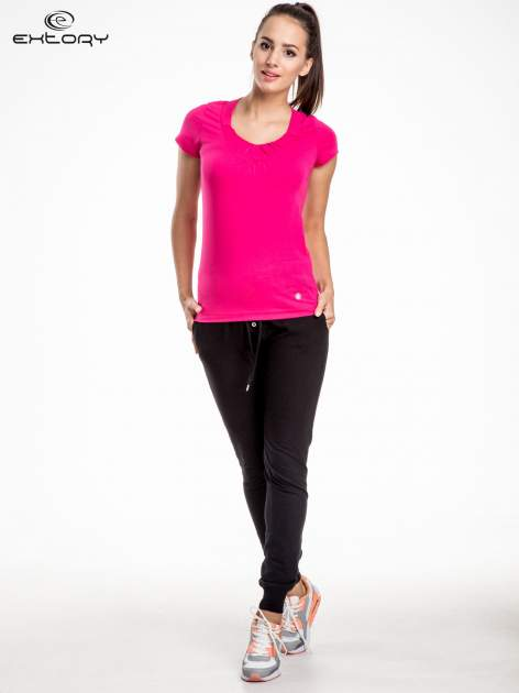 Rózowy damski t-shirt sportowy z marszczonym dekoltem                                  zdj.                                  2