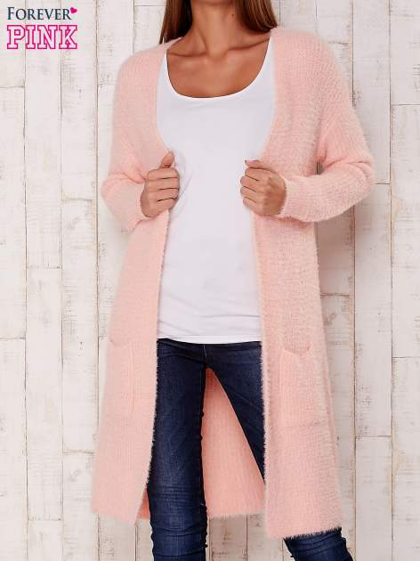 Różowy długi puszysty sweter