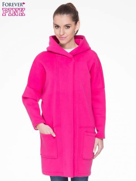 Różowy dresowy płaszcz z kapturem i kieszeniami