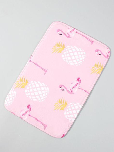 Różowy dywanik podłogowy z nadrukiem                              zdj.                              1