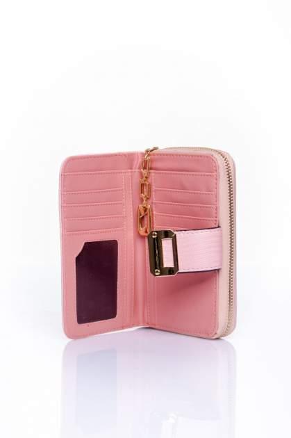 Różowy portfel z ozdobną złotą klamrą                                  zdj.                                  4