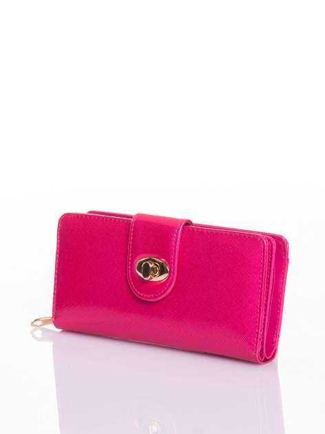 Rożowy portfel ze złotym zapięciem efekt skóry saffiano                                  zdj.                                  2
