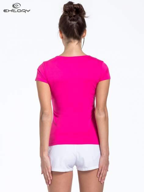 Różowy t-shirt sportowy basic z dekoltem U                                  zdj.                                  4