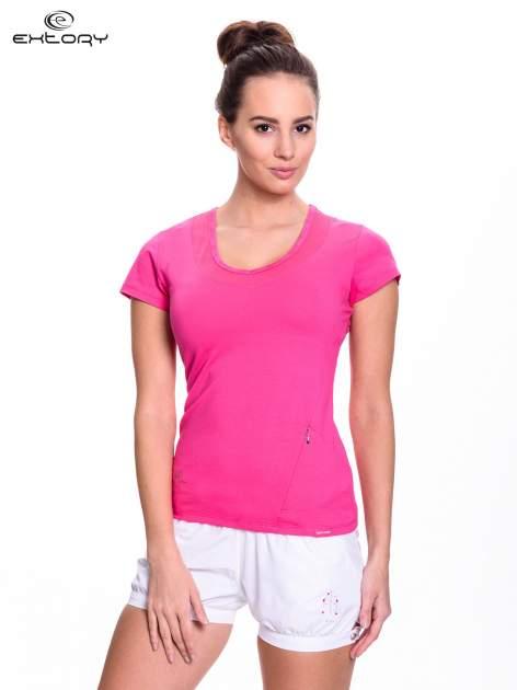 Różowy t-shirt sportowy z przeszyciem przy dekolcie i kieszonką                                  zdj.                                  1