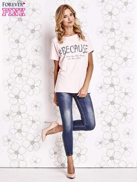 Różowy t-shirt z hashtagiem #BECAUSE                                  zdj.                                  2