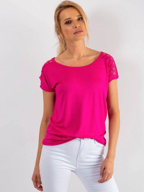 Różowy t-shirt z koronką na rękawach                              zdj.                              1