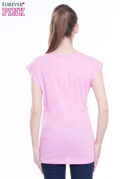 Różowy t-shirt z nadrukiem FLAMINGO MOTEL                                  zdj.                                  3