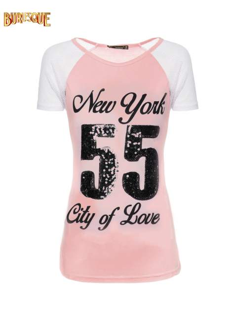 Różowy t-shirt z nadrukiem NEW YORK 55 i siatkowymi rękawami                                  zdj.                                  1