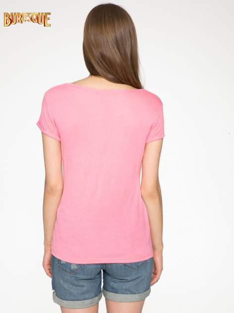 Różowy t-shirt z nadrukiem kota i myszy                                  zdj.                                  4