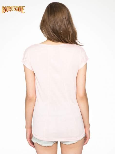 Różowy t-shirt z napisem DO YOU BELIEVE IN LOVE?                                  zdj.                                  4