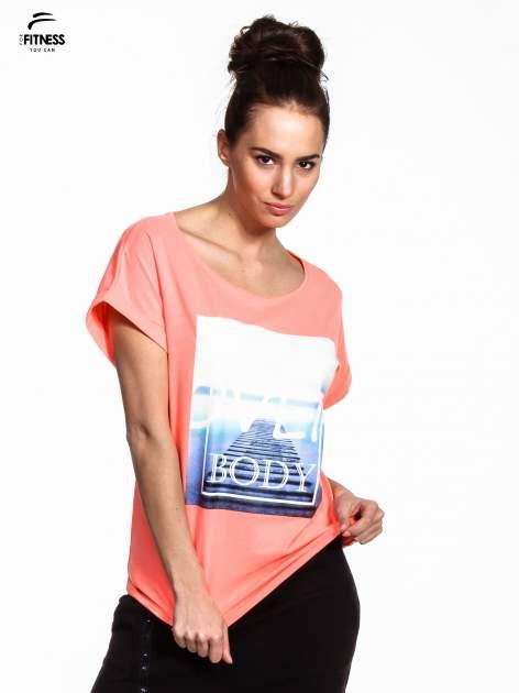 Różowy t-shirt z napisem MIND OVER BODY                                  zdj.                                  1