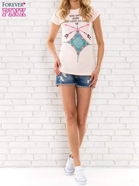 Różowy t-shirt z napisem SHE SAYS BABE YOU LOOK SO COOL XX                                  zdj.                                  4