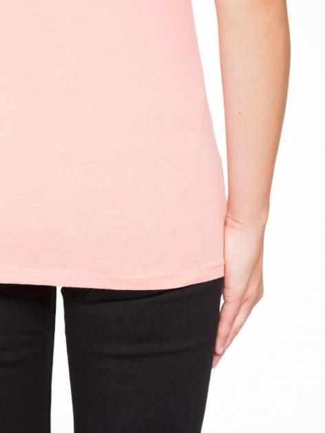 Rózowy t-shirt z napisem THE BEST IS YET TO COME                                  zdj.                                  9