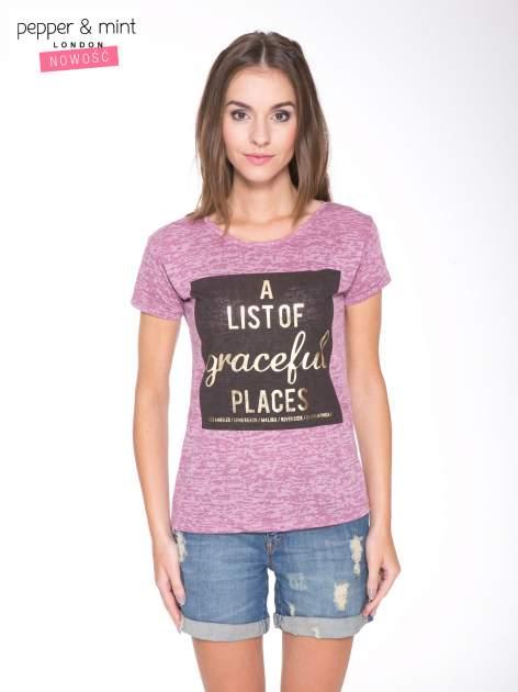 Różowy t-shirt ze złotym napisem A LIST OF GRACEFUL PLACES                                  zdj.                                  1