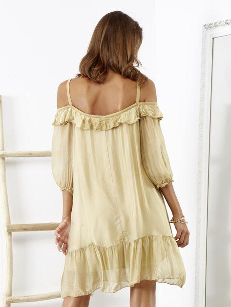 Beżowa sukienka z wycięciami na ramionach                              zdj.                              3