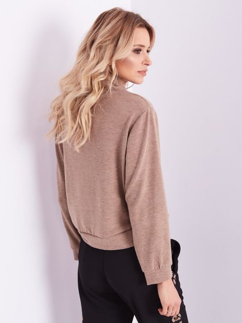 Beżowy sweter golf z cekinowym zdobieniem                              zdj.                              3