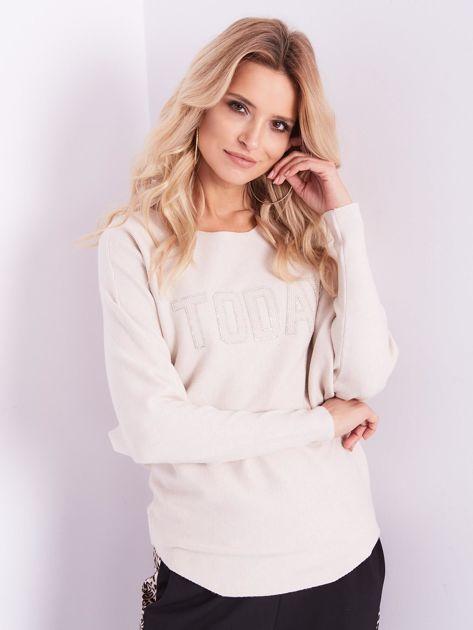 SCANDEZZA Beżowy sweter oversize z błyszczącym napisem                              zdj.                              4