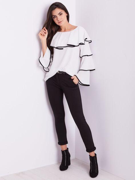 Biała bluzka z falbanami                              zdj.                              6