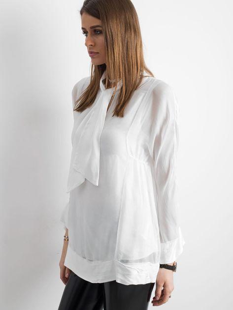 Biała bluzka z wiązaniem                              zdj.                              3