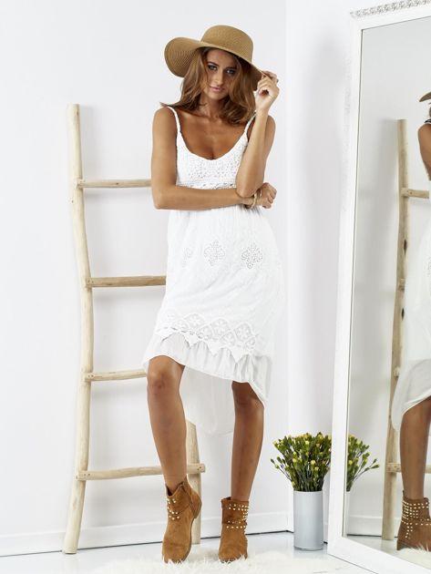 Biała sukienka z ozdobnym kwiatowym haftem                              zdj.                              6
