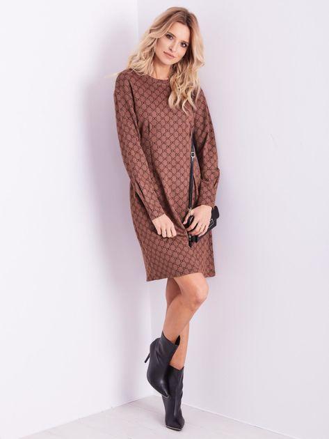 Brązowa sukienka ze wzorem                              zdj.                              12