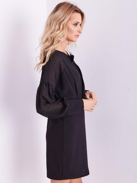 Czarna sukienka z ozdobną broszką                              zdj.                              7