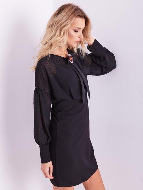 Czarna sukienka z ozdobną broszką                              zdj.                              9