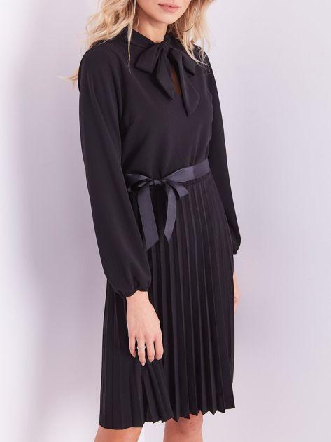 Czarna sukienka z wiązaniami                              zdj.                              2