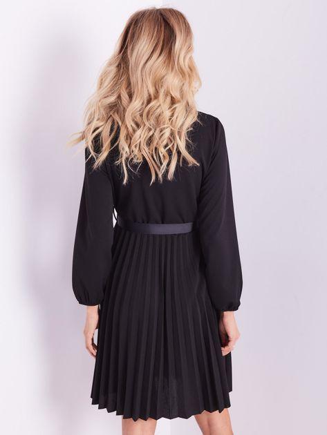 SCANDEZZA Czarna sukienka z wiązaniami                              zdj.                              3