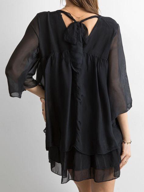 Czarna zwiewna sukienka z falbanami                              zdj.                              2