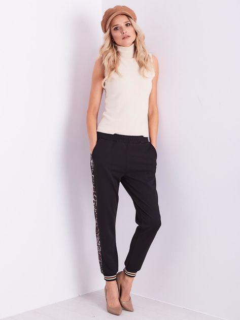 SCANDEZZA Czarne spodnie dresowe z lampasami                              zdj.                              1