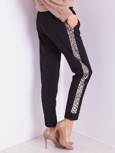 Czarne spodnie z motywem zwierzęcym                              zdj.                              5