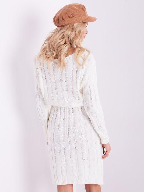 SCANDEZZA Ecru dzianinowa sukienka w warkocze                              zdj.                              10
