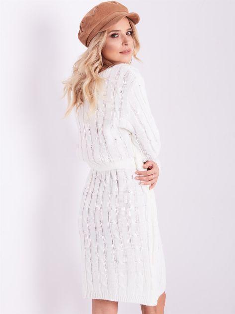 SCANDEZZA Ecru dzianinowa sukienka w warkocze                              zdj.                              11