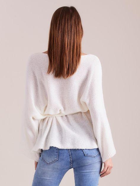 Ecru sweter z szerokimi rękawami                              zdj.                              3