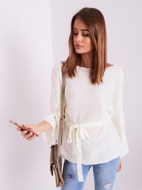 Ecru sweter z szerokimi rękawami                              zdj.                              6