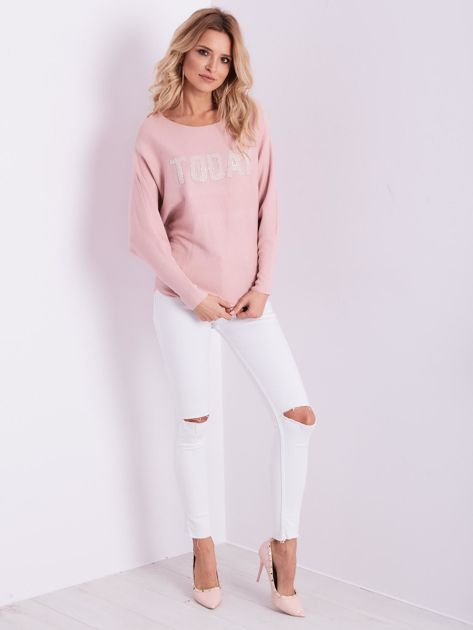 Jasnoróżowy sweter oversize z błyszczącym napisem                              zdj.                              1