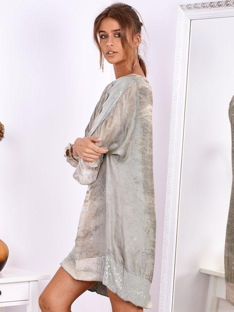 Khaki sukienka oversize z cekinami w malarski deseń                              zdj.                              4
