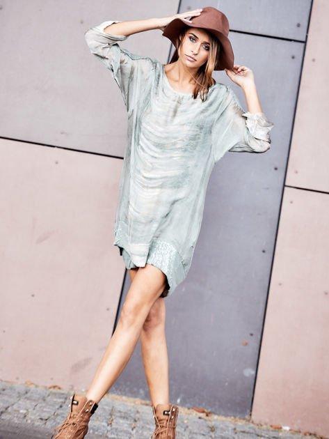 SCANDEZZA Khaki sukienka oversize z cekinami w malarski deseń                              zdj.                              2