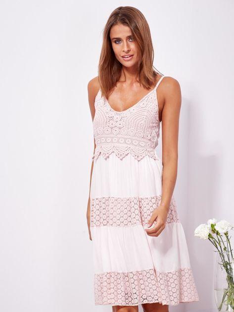 Różowa sukienka na ramiączkach z koronką                              zdj.                              1