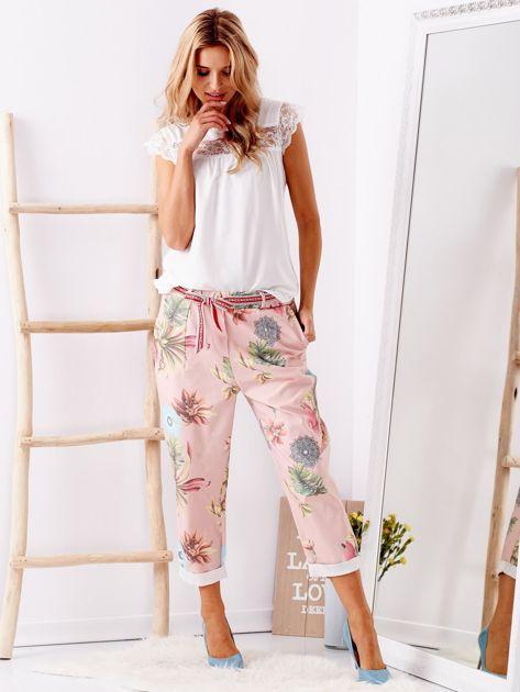 Różowe spodnie w kwiaty                              zdj.                              1