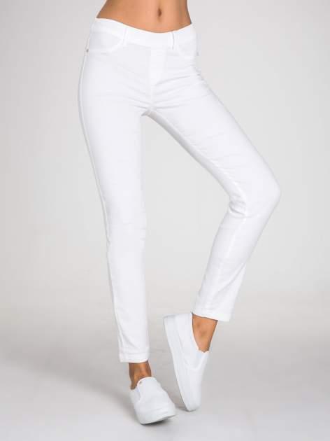 STRADIVARIUS Białe spodnie skinny typu jegginsy