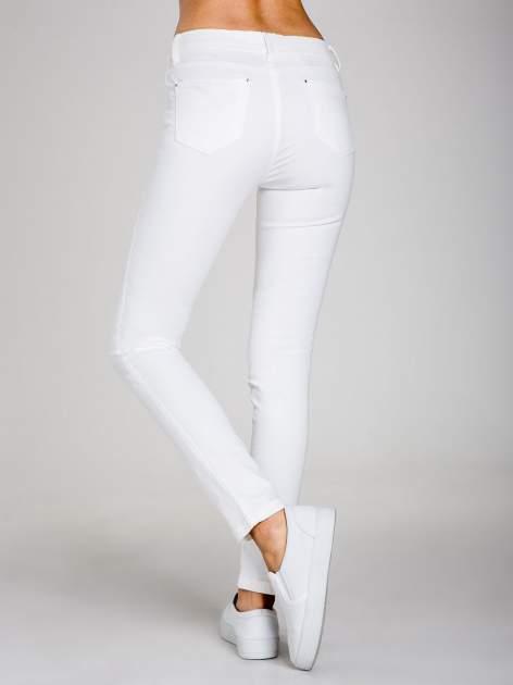 STRADIVARIUS Białe spodnie skinny typu rurki                                  zdj.                                  2