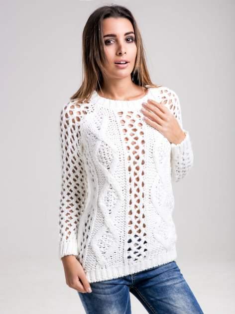 STRADIVARIUS Biały sweter z ozdobnym ściegiem                                  zdj.                                  1
