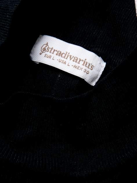 STRADIVARIUS Czarna dzianinowa bluzka typu cropped z golfem                                  zdj.                                  3
